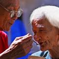 Làm thế nào để người già được chăm sóc chu đáo