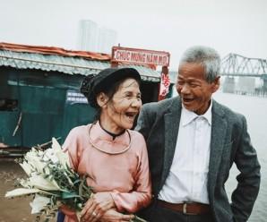Hai cụ già nhặt rác chụp ảnh cưới sau nửa thế kỷ sống chung